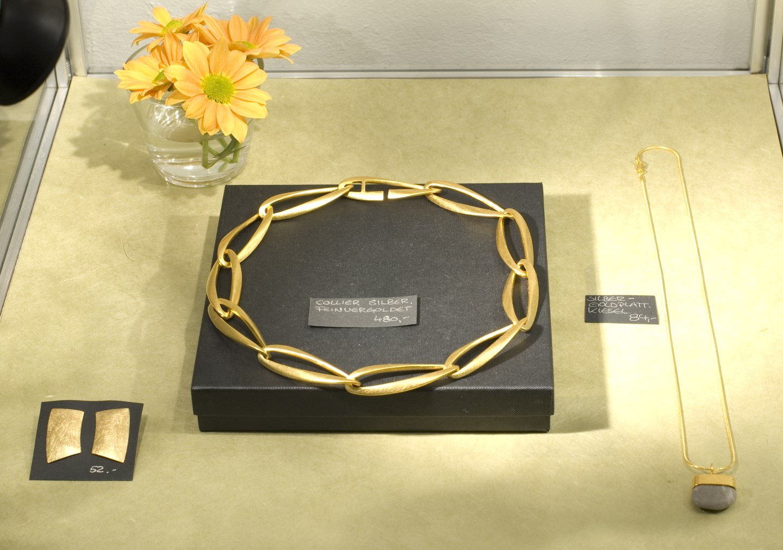 jewelry with gemstones in Berlin