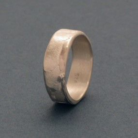 silver ring without allergic reactions